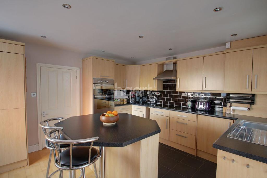 3 Bedrooms Semi Detached House for sale in Bells Lane, Hoo, ME3