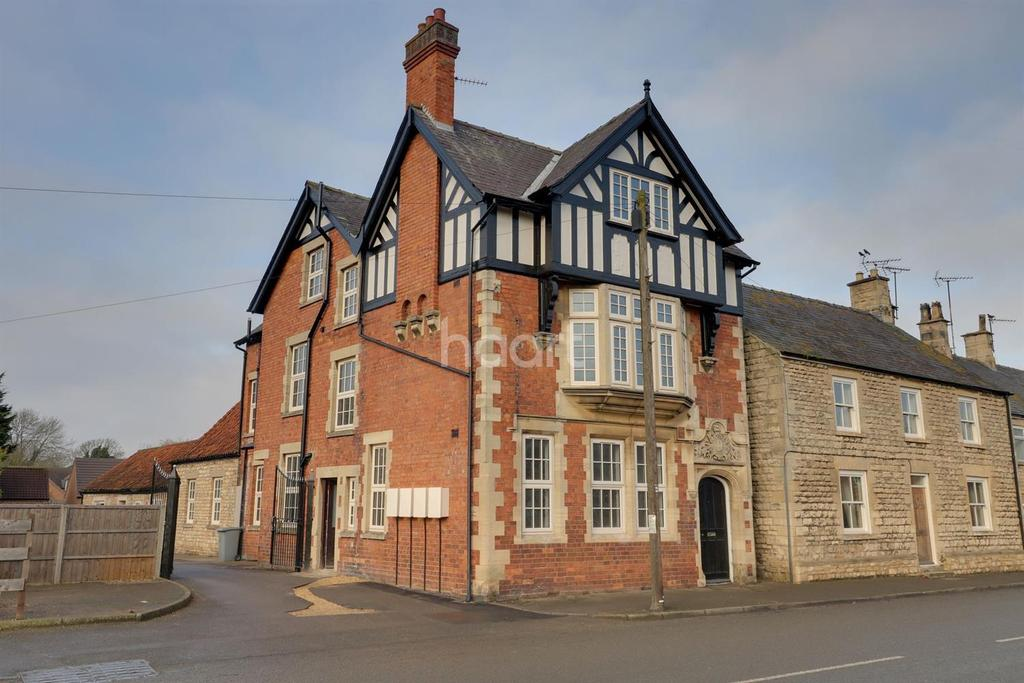 3 Bedrooms Flat for sale in Ermine Street, Ancaster