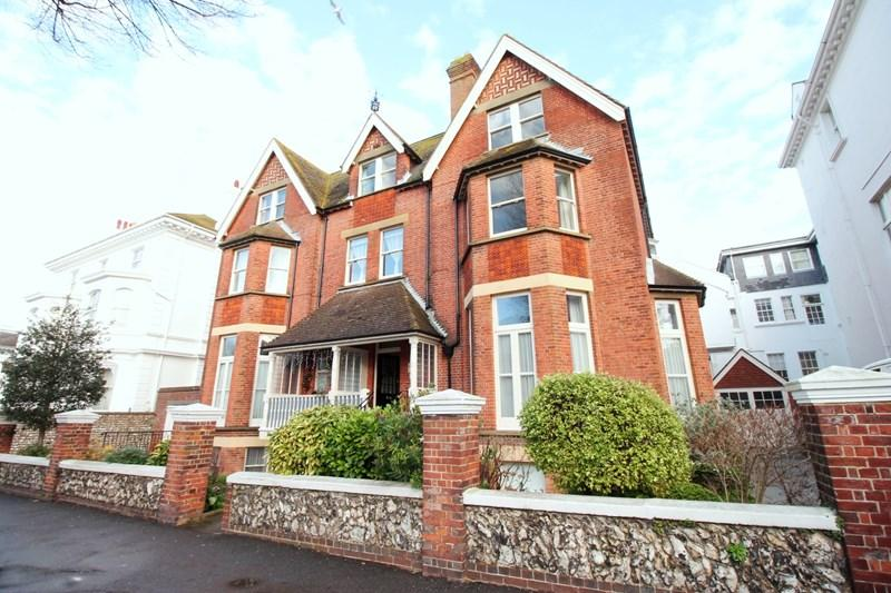 3 Bedrooms Apartment Flat for sale in Garden Apartment, Devonshire Place, Eastbourne, BN21