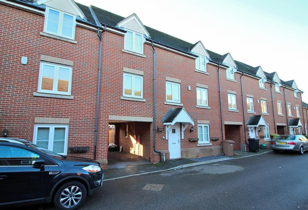 4 Bedrooms Town House for sale in Rosseter Close, Chelmsford, Essex, CM2