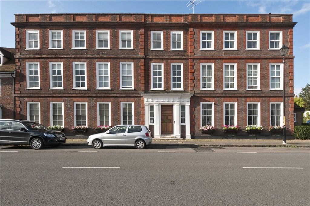 1 Bedroom Penthouse Flat for sale in Elmodesham House, High Street, Amersham, Buckinghamshire, HP7