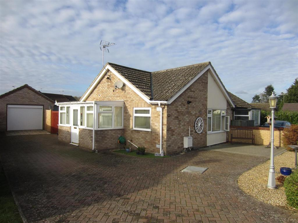 2 Bedrooms Semi Detached Bungalow for sale in St. Nicholas Walk, Brandon