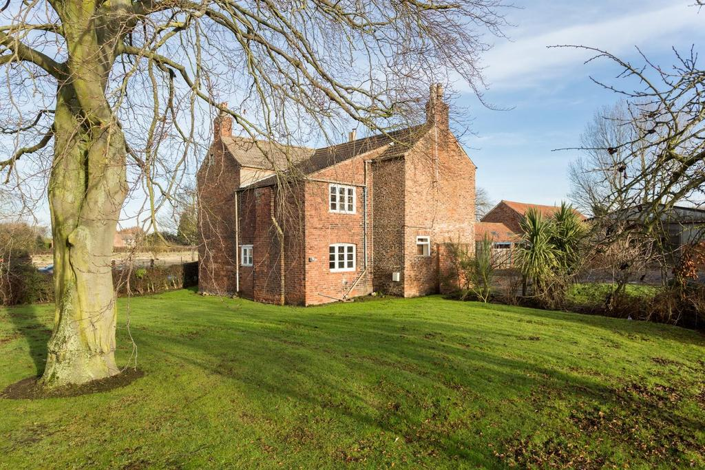 4 Bedrooms Detached House for sale in The Green, Skipwith, Selby