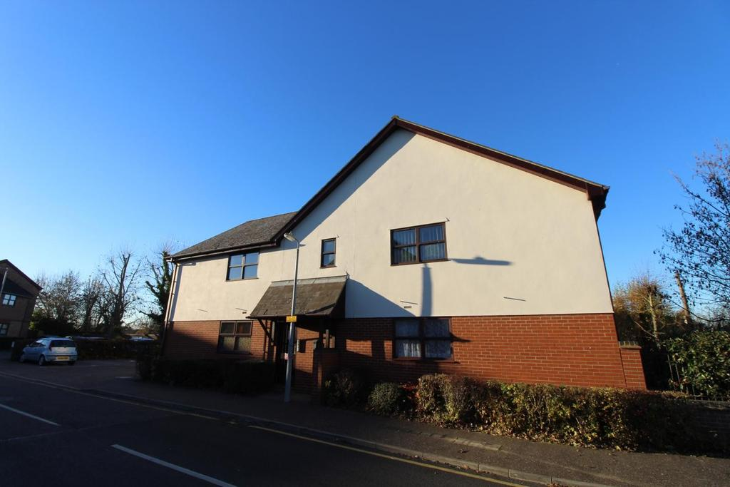 2 Bedrooms Apartment Flat for sale in Hamilton Court, Templemead, Witham, Essex, CM8