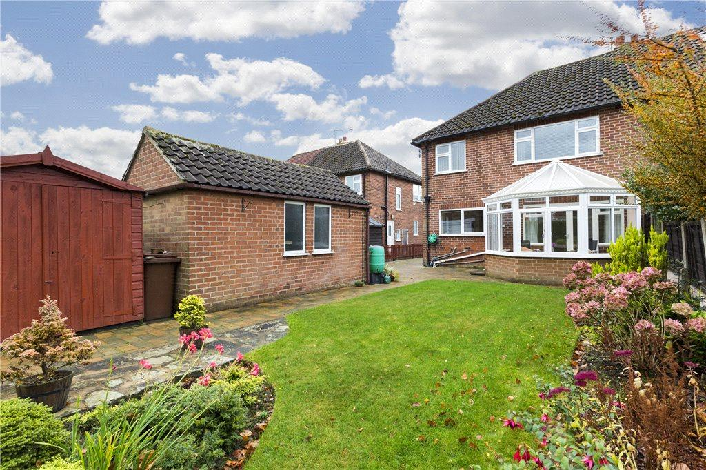 3 Bedrooms Semi Detached House for sale in New Adel Avenue, Leeds, West Yorkshire