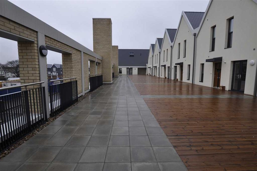 Communal terrace walkway