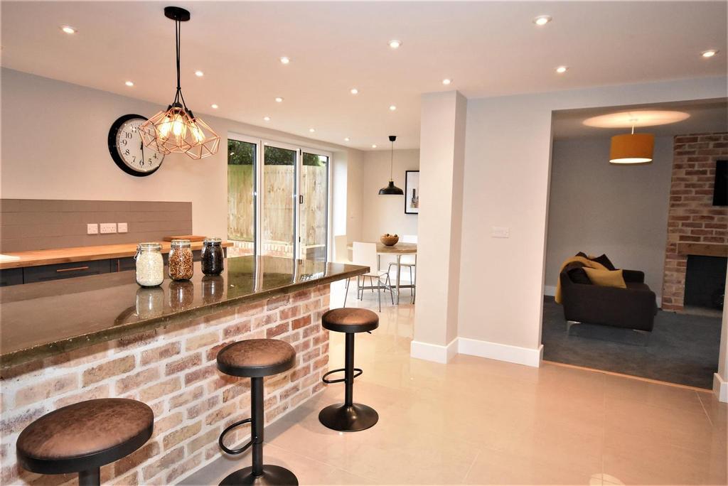 4 Bedrooms Detached House for sale in Harrington Road, Desborough, Kettering