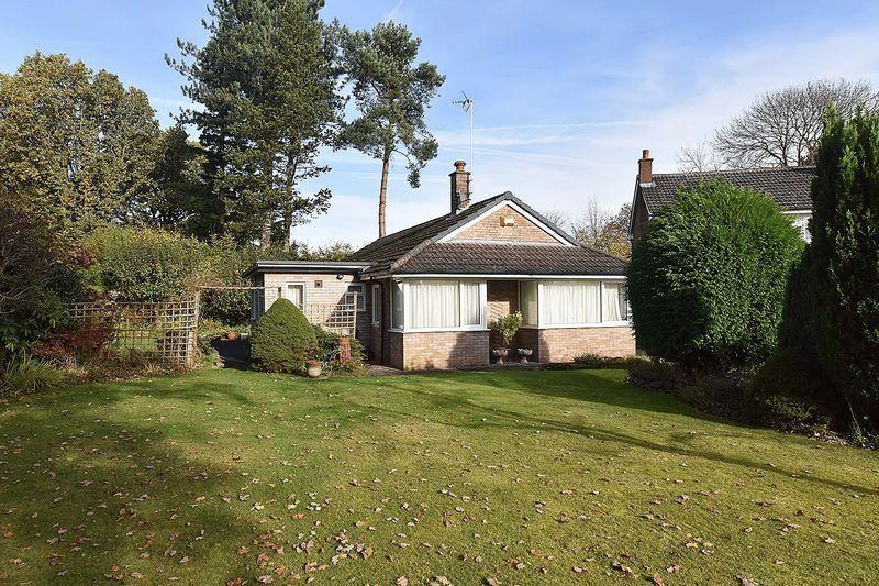 3 Bedrooms Detached Bungalow for sale in Detached bungalow with lovely garden