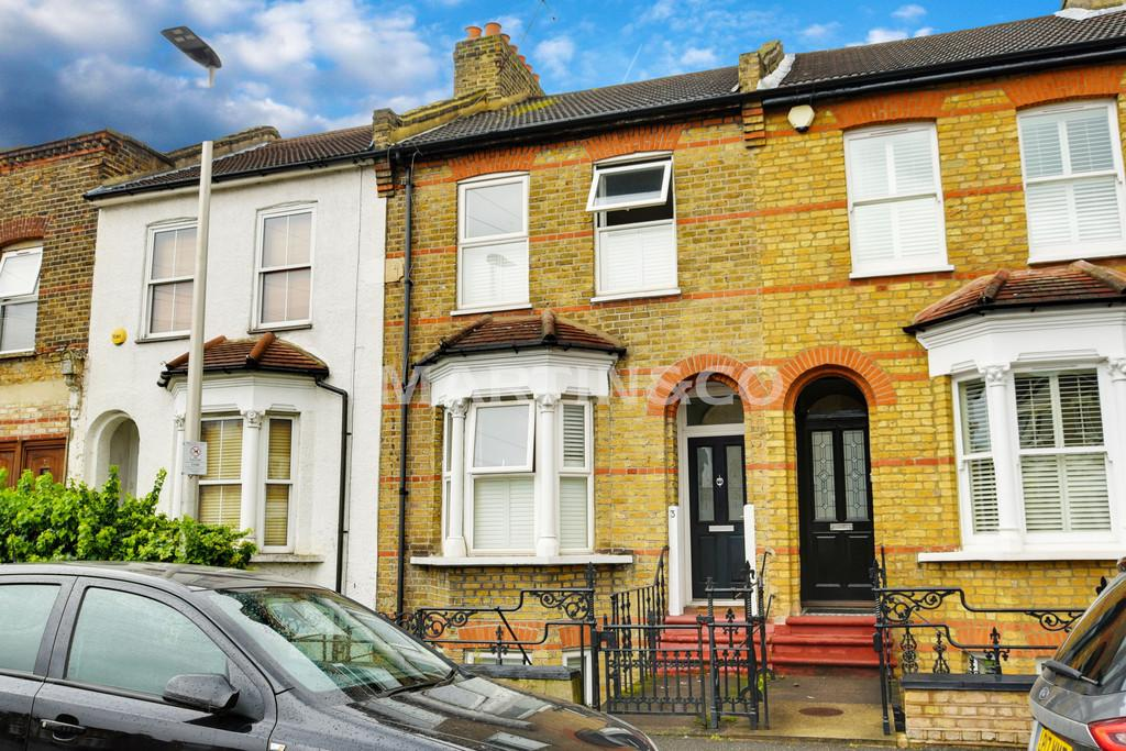 3 Bedrooms Terraced House for sale in Gordon Road, South Woodford