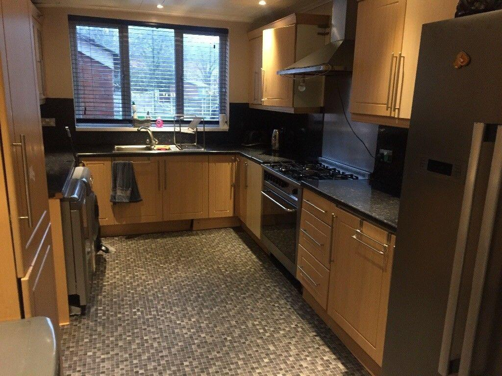 3 Bedrooms Semi Detached House for rent in Kings Rd, Stretford, Manchester M32