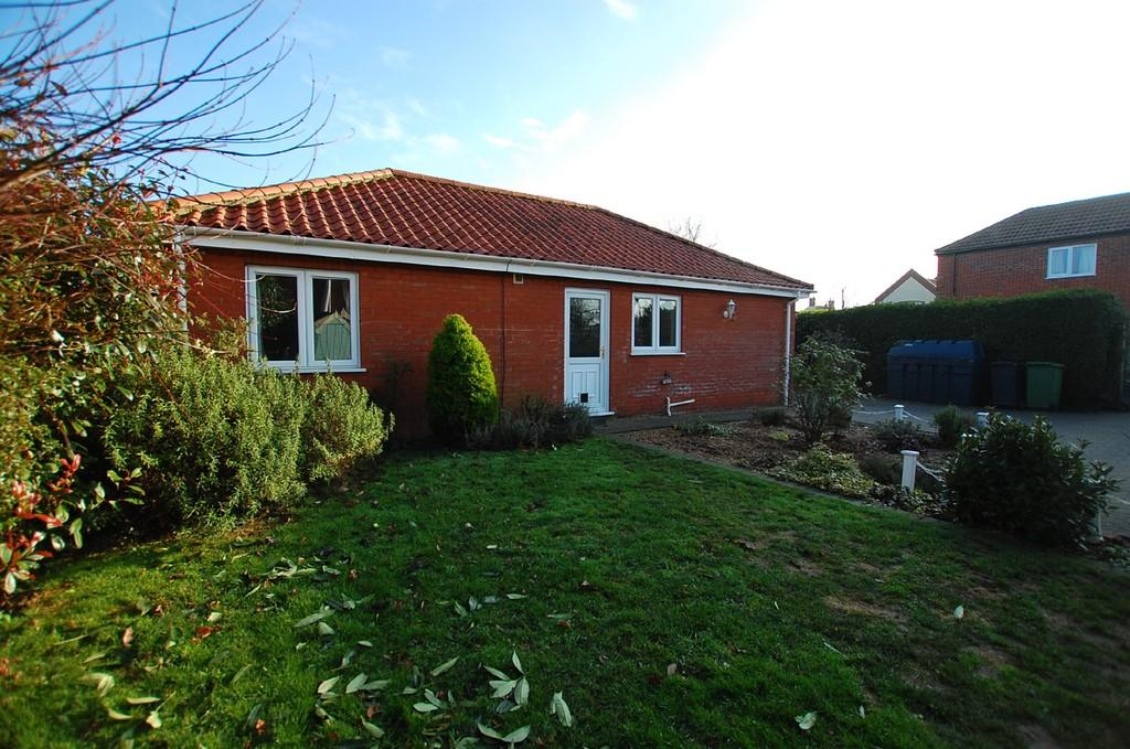 2 Bedrooms Detached Bungalow for sale in Church Street, Gimingham