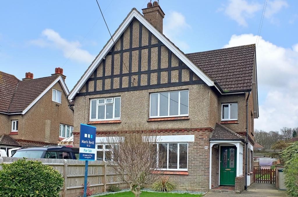 4 Bedrooms House for sale in Eastern Road, Haywards Heath, RH16