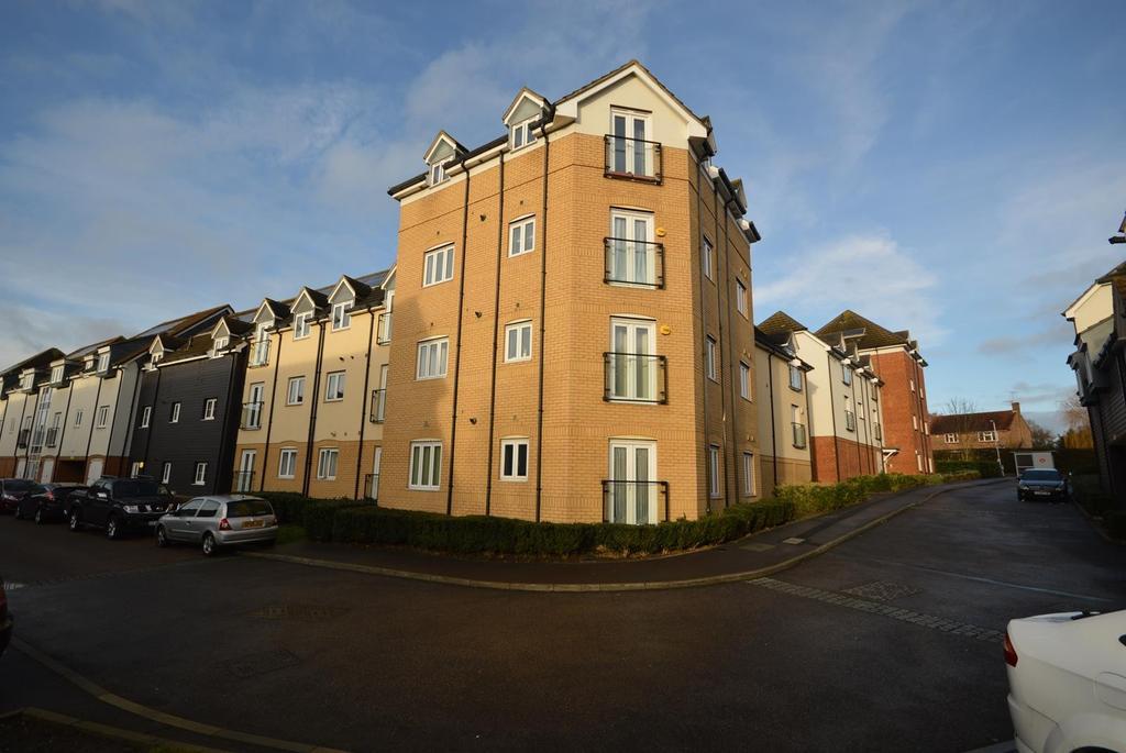 2 Bedrooms Apartment Flat for sale in Albelia Court, Ingrebourne Avenue, Harold Hill, Romford, RM3
