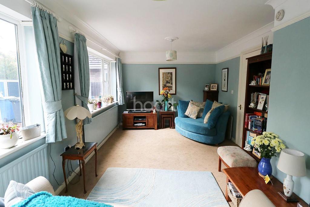 2 Bedrooms Bungalow for sale in Fleet