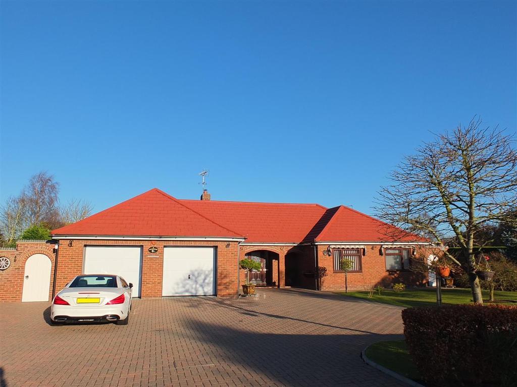 3 Bedrooms Detached Bungalow for sale in Delph Fields, Long Sutton, Spalding