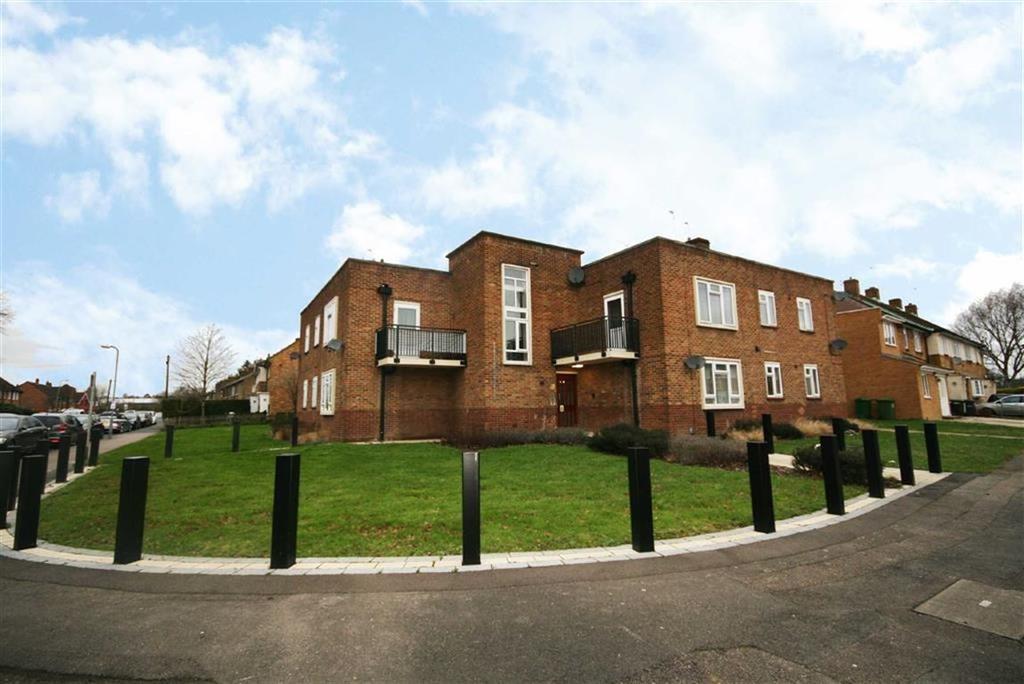 3 Bedrooms Flat for sale in Park Lane, Waltham Cross