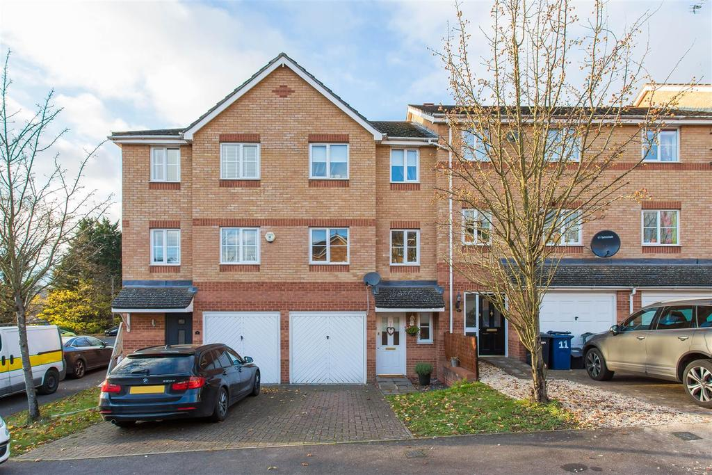 3 Bedrooms Terraced House for sale in Princes Gate, High Wycombe