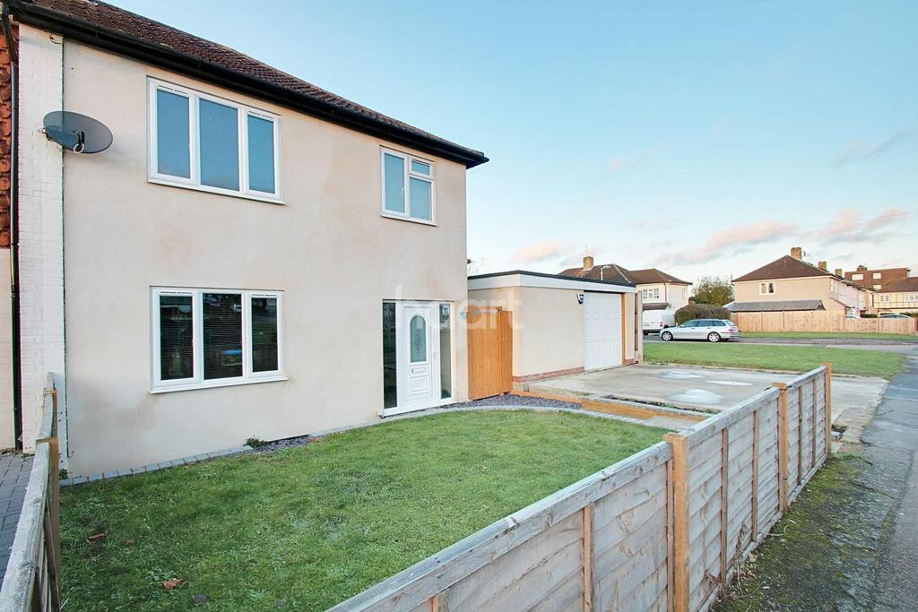 3 Bedrooms End Of Terrace House for sale in Newbury Close, Harold Hill, RM3 8HB