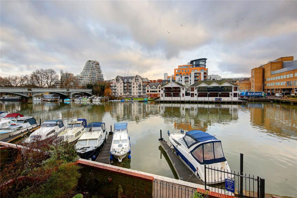 2 Bedrooms Flat for sale in Becketts Place, Hampton Wick, KT1