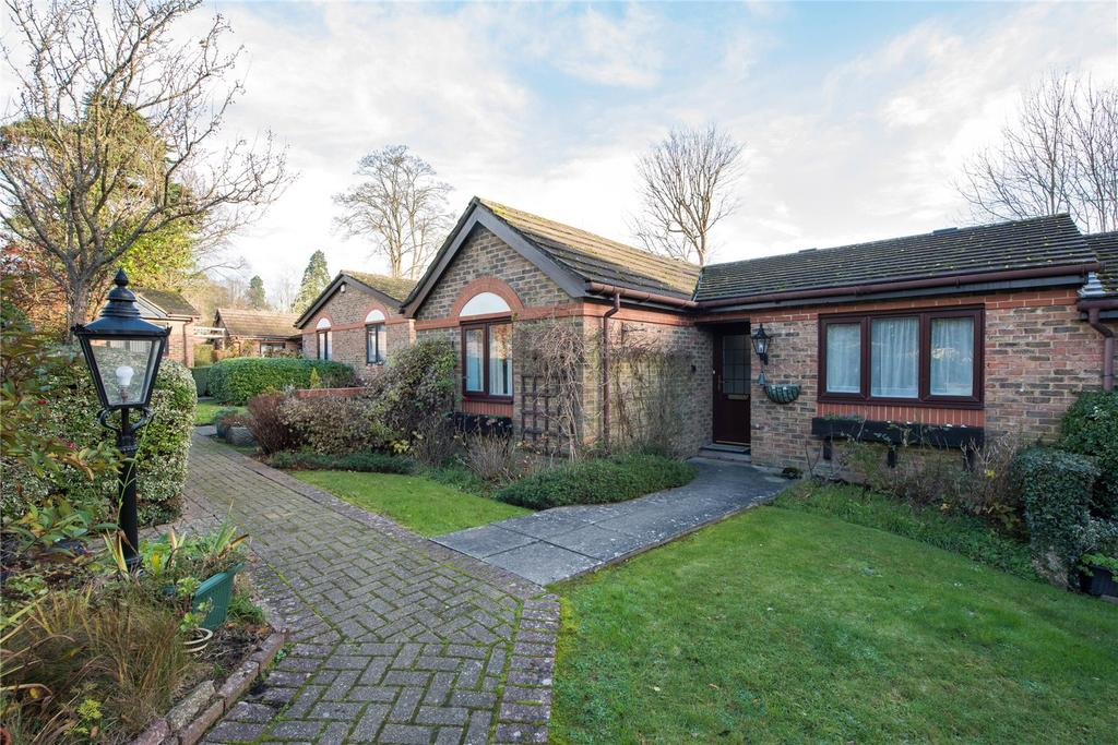 2 Bedrooms Terraced Bungalow for sale in Brooklands Court, Wray Park Road, Reigate, Surrey, RH2