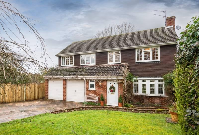 5 Bedrooms Detached House for sale in WARGRAVE