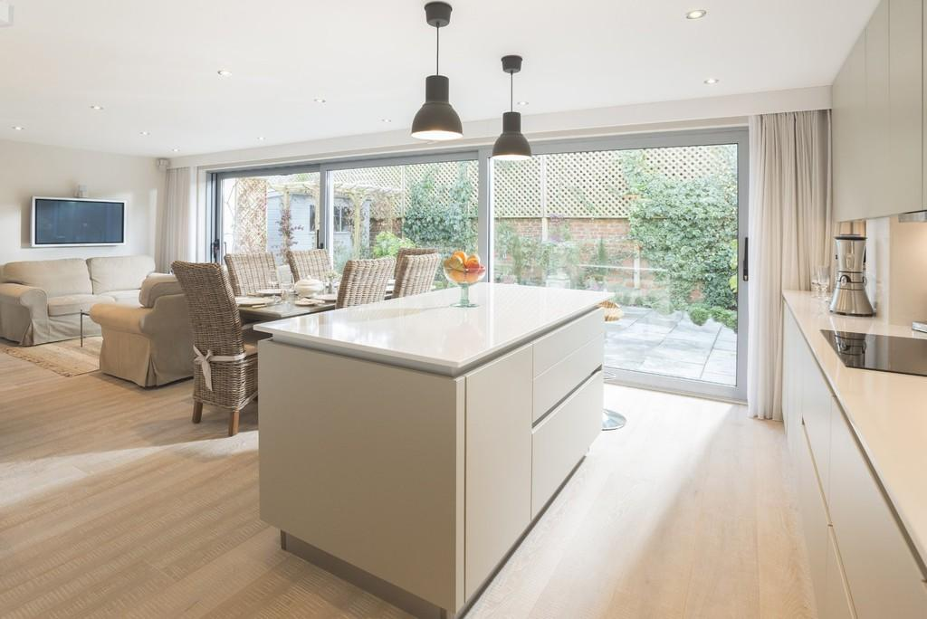 5 Bedrooms Detached House for sale in The Rookery, Alveston