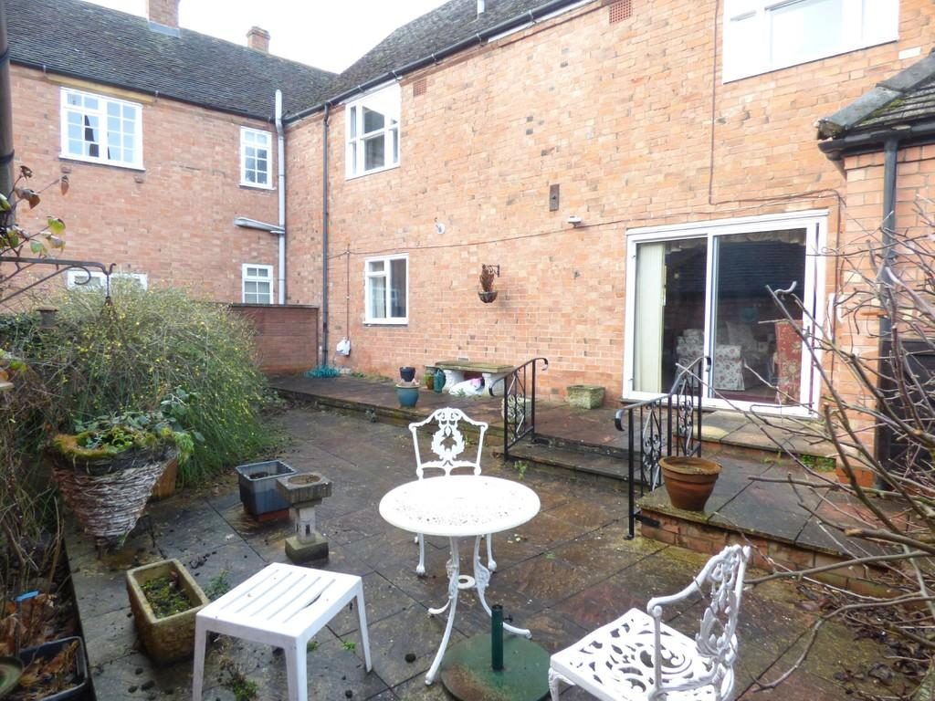 2 Bedrooms Ground Flat for sale in Mill Lane, Stratford-Upon-Avon