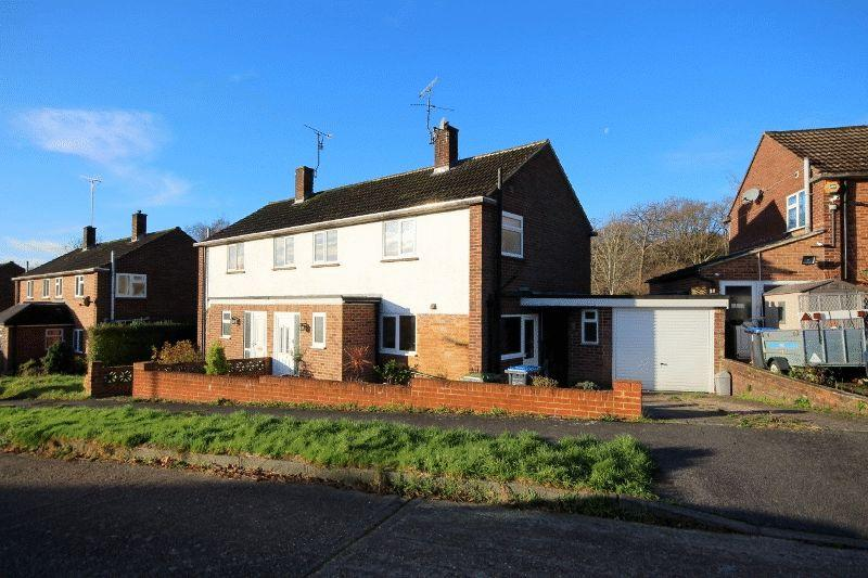 3 Bedrooms Semi Detached House for sale in Rumbolds Lane, Haywards Heath