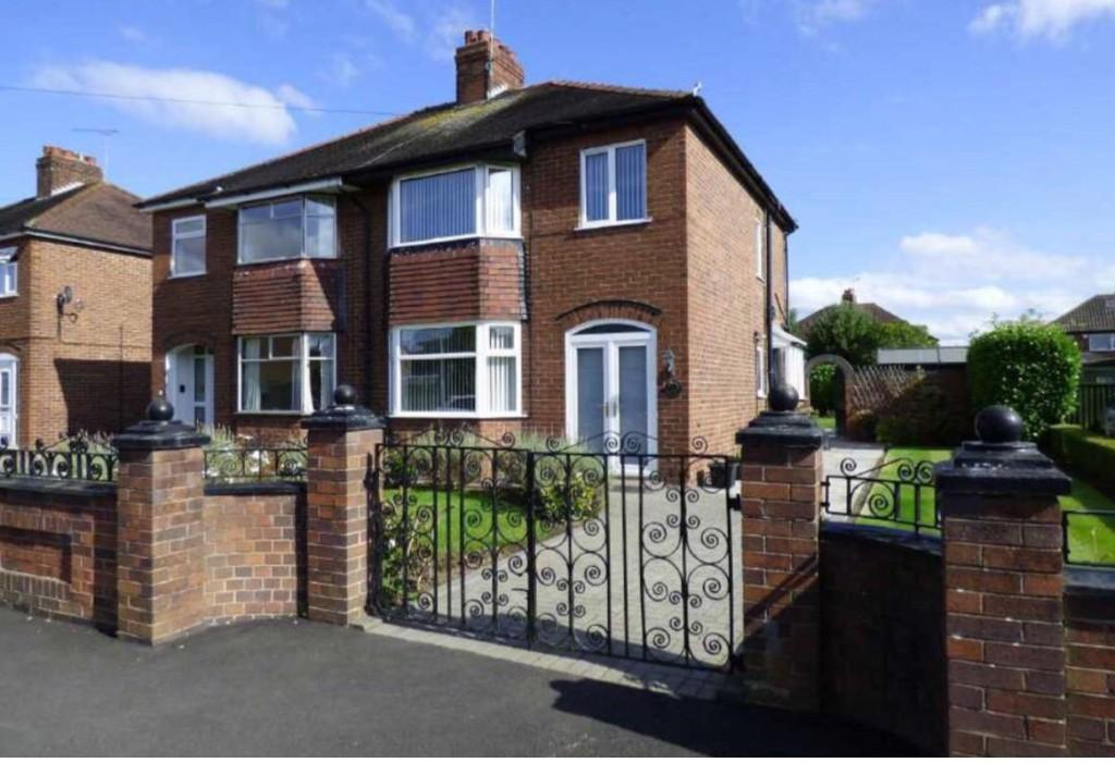 3 Bedrooms Semi Detached House for sale in Wistaston Avenue, Wistaston