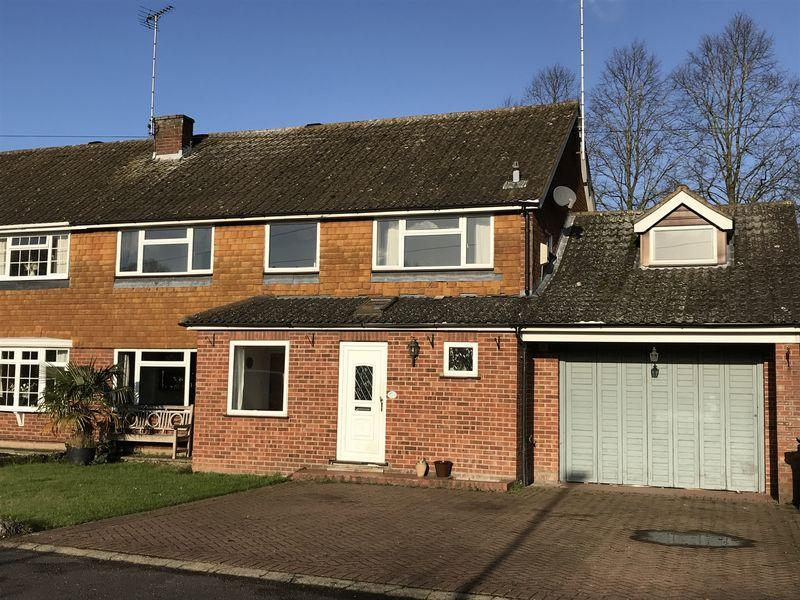 5 Bedrooms Semi Detached House for sale in 5 Bedroom Home with Swimming Pool