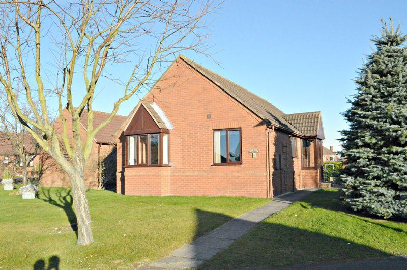2 Bedrooms Detached Bungalow for sale in The Mead, Laceby