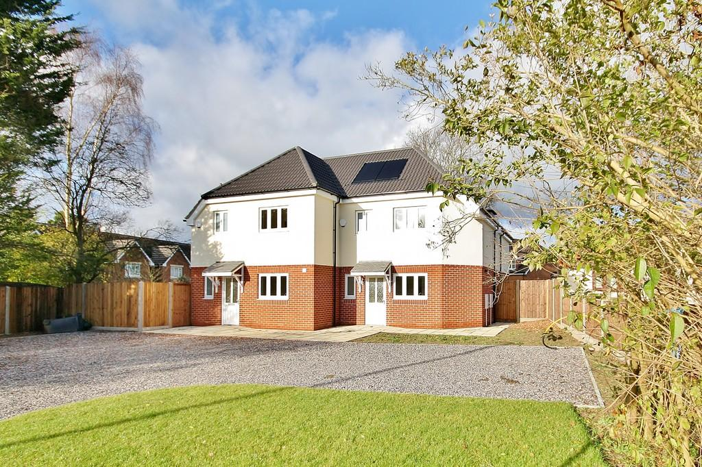 4 Bedrooms Semi Detached House for sale in West End, Woking