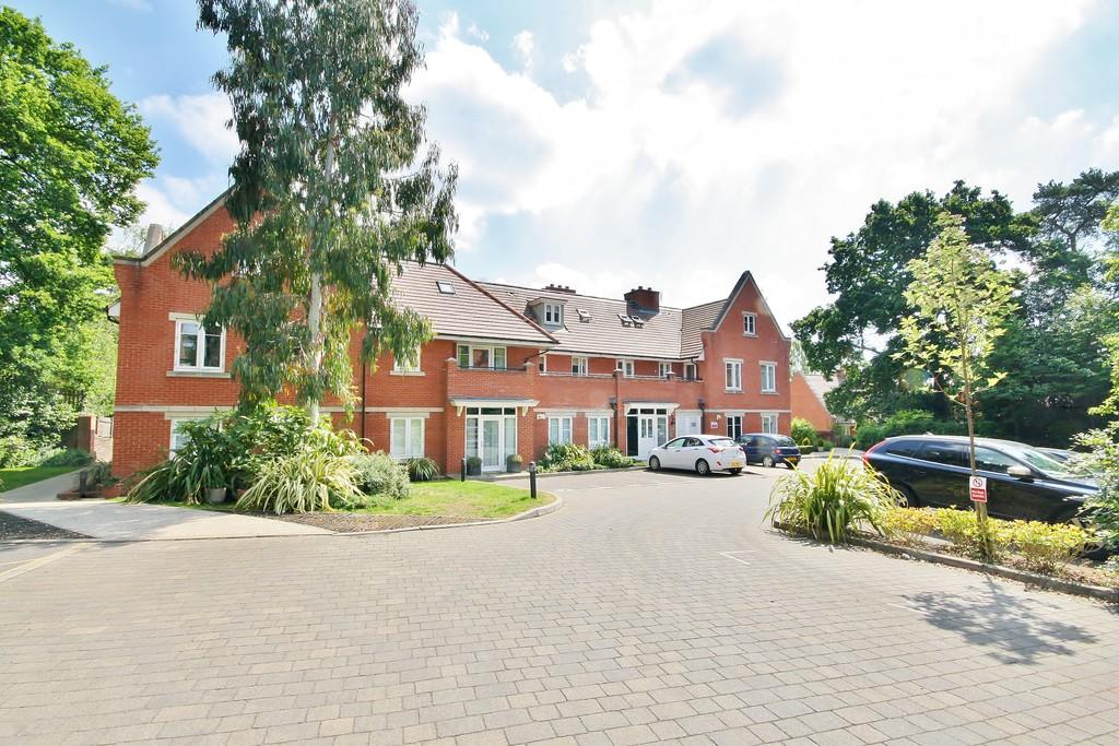 2 Bedrooms Penthouse Flat for sale in Woking, Surrey