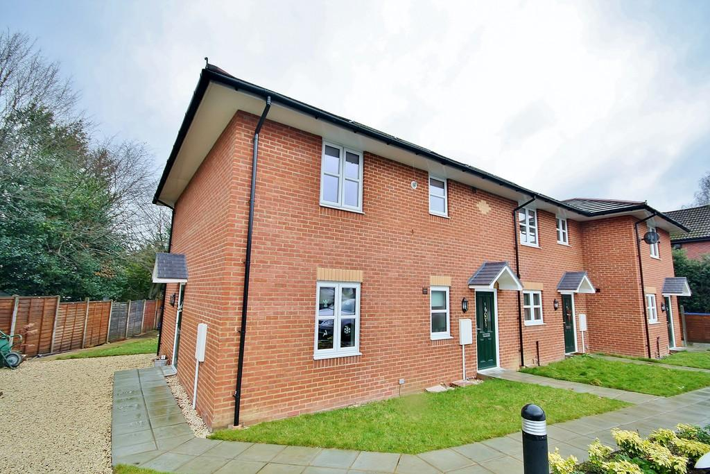 1 Bedroom Ground Maisonette Flat for sale in St. John's, Woking