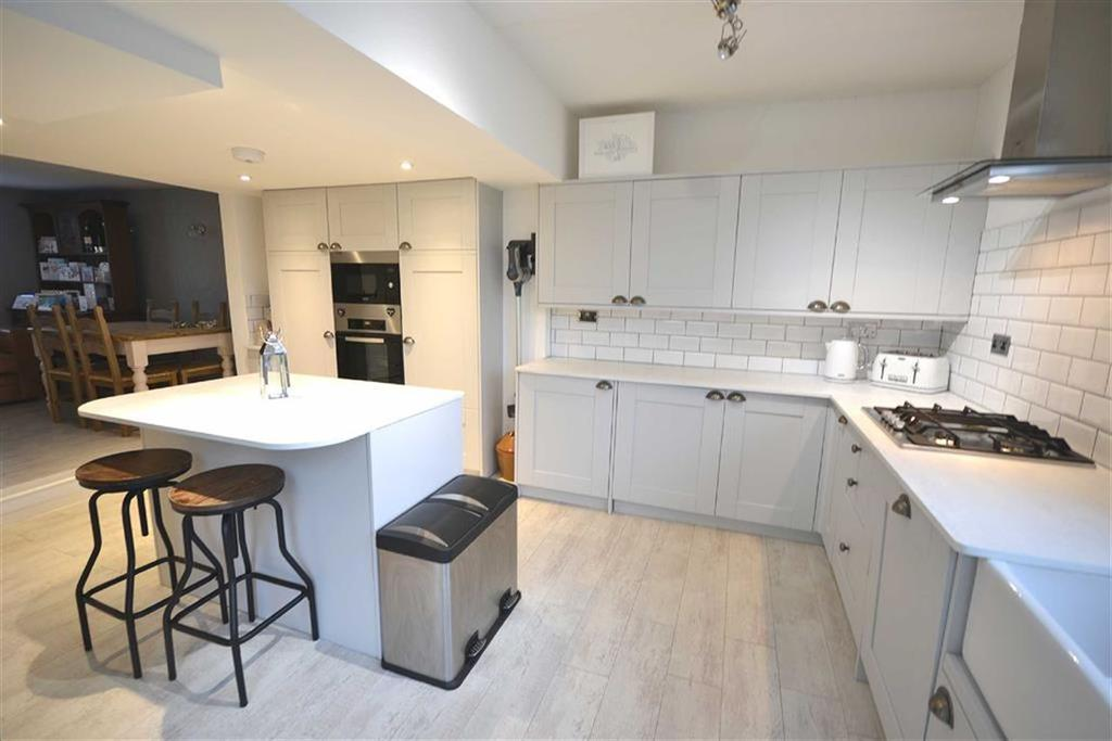 3 Bedrooms End Of Terrace House for sale in Bell Common, Epping, Essex, CM16