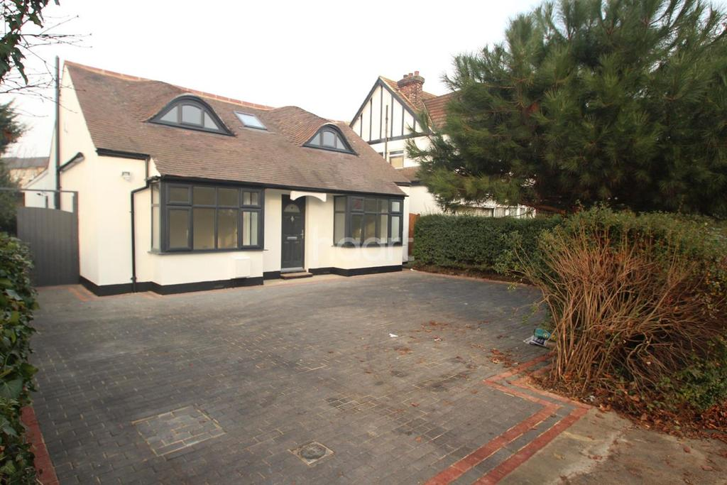 4 Bedrooms Detached House for sale in Ardleigh Green Road, Hornchurch