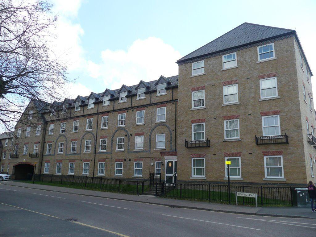 2 Bedrooms Flat for rent in Bowsher Court, Ware