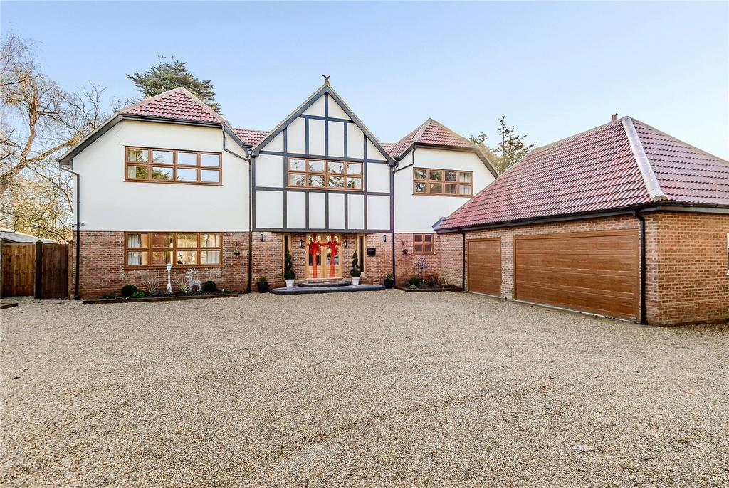 5 Bedrooms Detached House for sale in Runwell Road, Runwell, Wickford, Essex