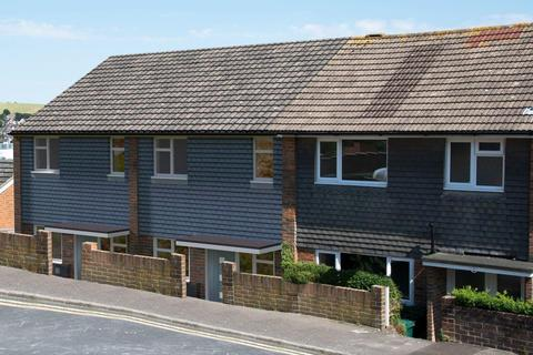 3 bedroom house for sale - Lambourne Close, Brighton