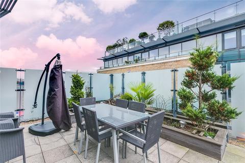 3 bedroom flat - Kew Bridge Road, Brentford, Middlessex