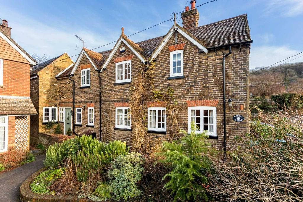 4 Bedrooms Semi Detached House for sale in Newground Road, Aldbury