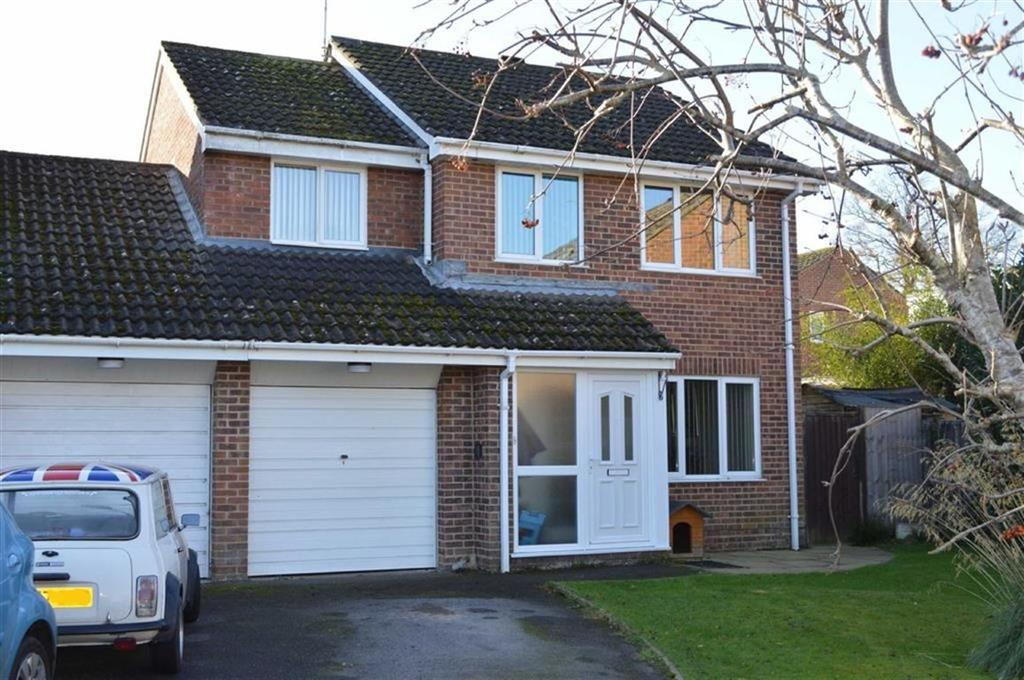 4 Bedrooms Detached House for sale in Hawker Close, Wimborne, Dorset