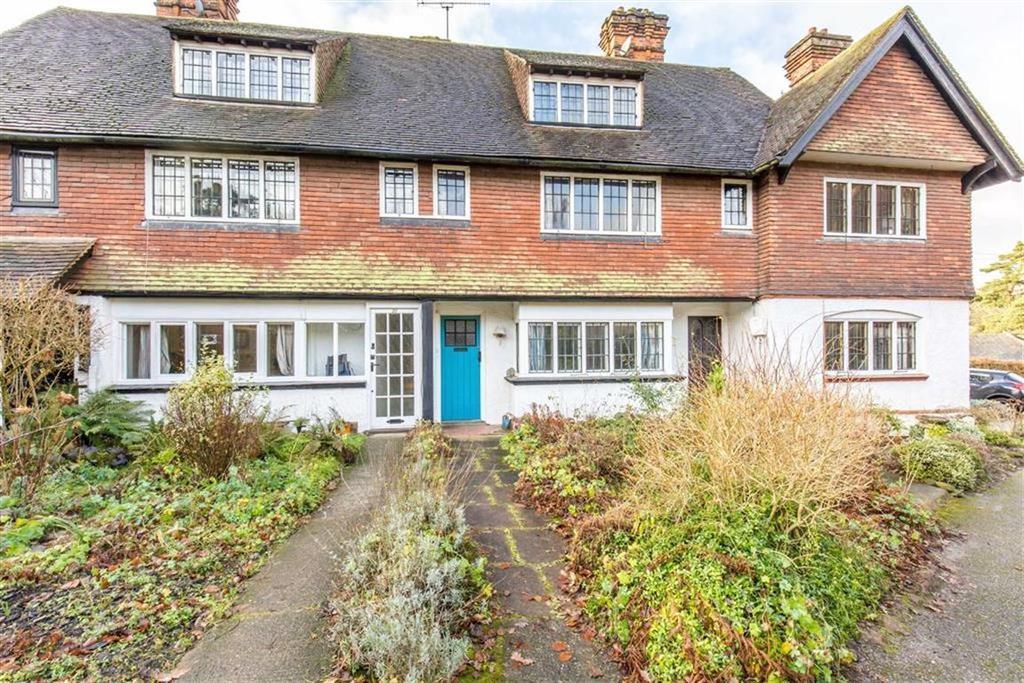 3 Bedrooms Cottage House for sale in Titsey Road, Limpsfield, Surrey