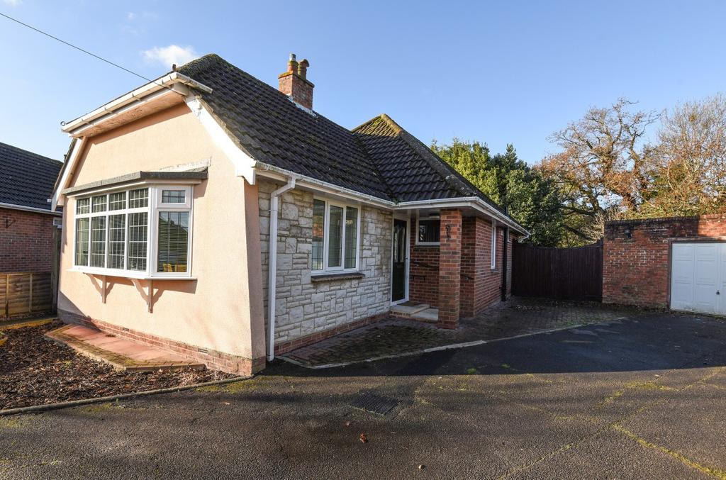 3 Bedrooms Detached Bungalow for sale in Woodlands Avenue, Emsworth, PO10