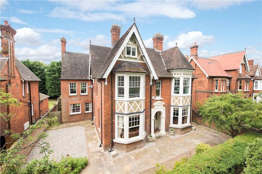 8 Bedrooms Unique Property
