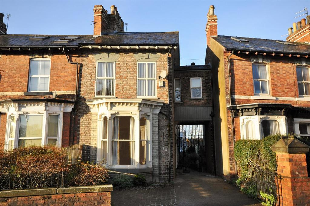 4 Bedrooms Terraced House for sale in Fulford Road, York YO10 4BE