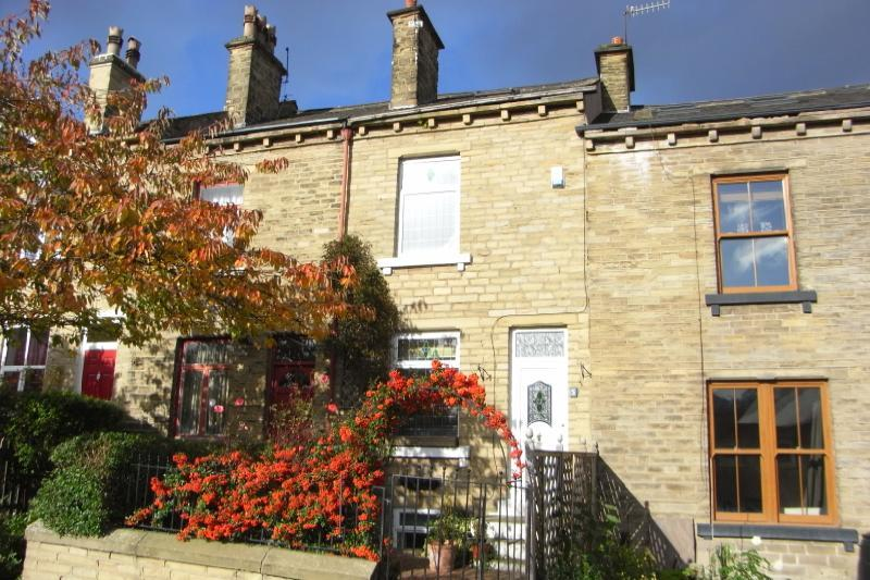 3 Bedrooms Terraced House for rent in Alexandra Road, Shipley, West Yorkshire