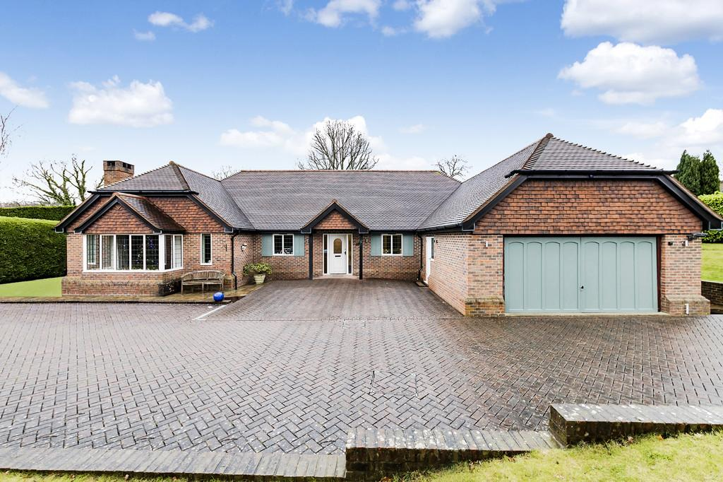 4 Bedrooms Detached Bungalow for sale in West Chiltington