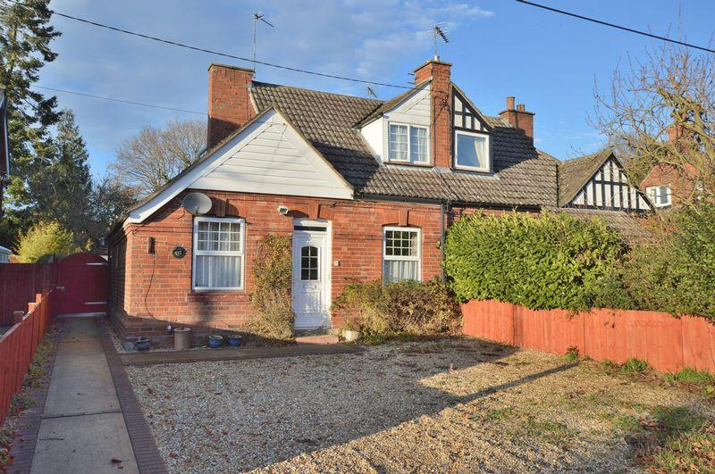 3 Bedrooms Semi Detached House for sale in 61 Tor O Moor Road, Woodhall Spa
