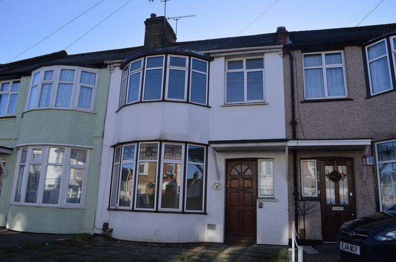 3 Bedrooms Terraced House for rent in Central Avenue, Southend-On-Sea